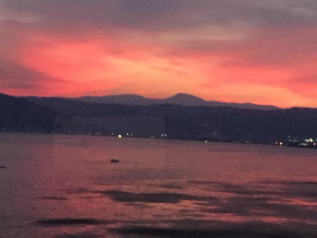 赤く燃えた諏訪湖