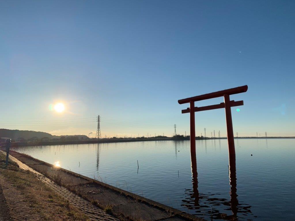鹿島神宮一之鳥居での朝日