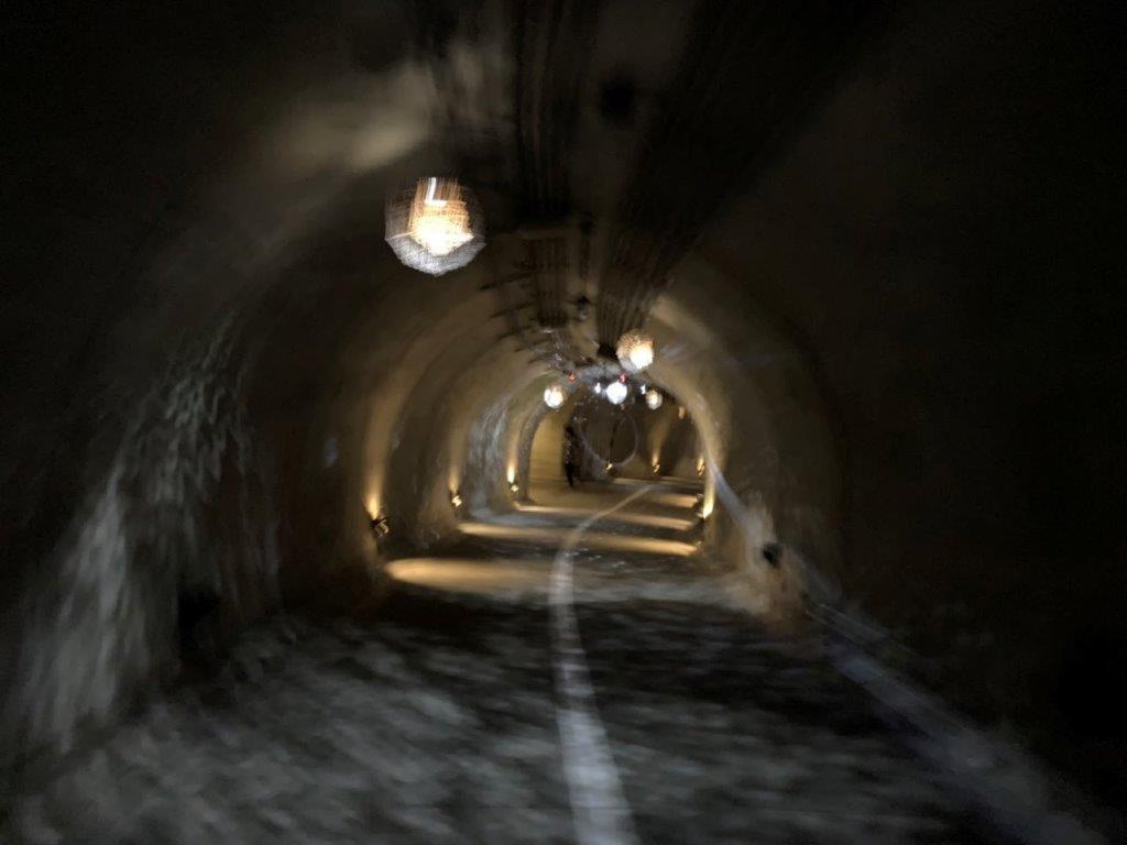 ライトアップされたトンネル