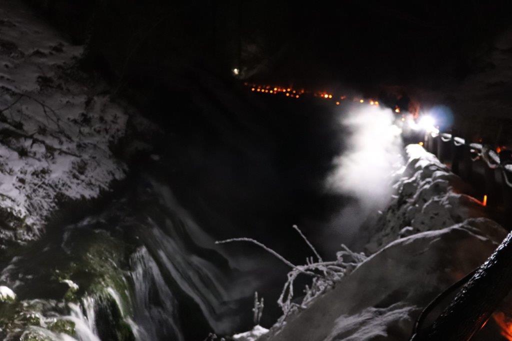 ライトアップされた白糸の滝
