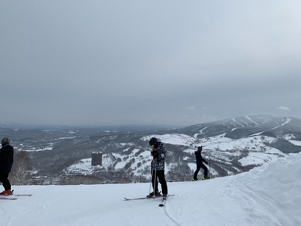 スキー中のこどもたち