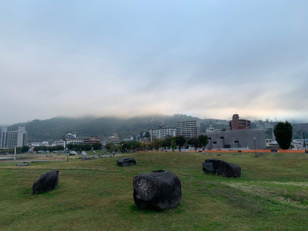 朝の諏訪湖を散歩